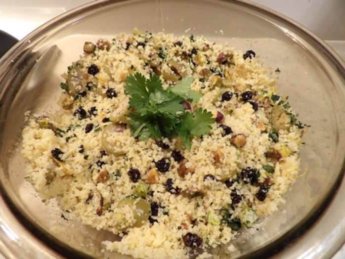couscous,with,pistachio,nuts,olives,and,currants