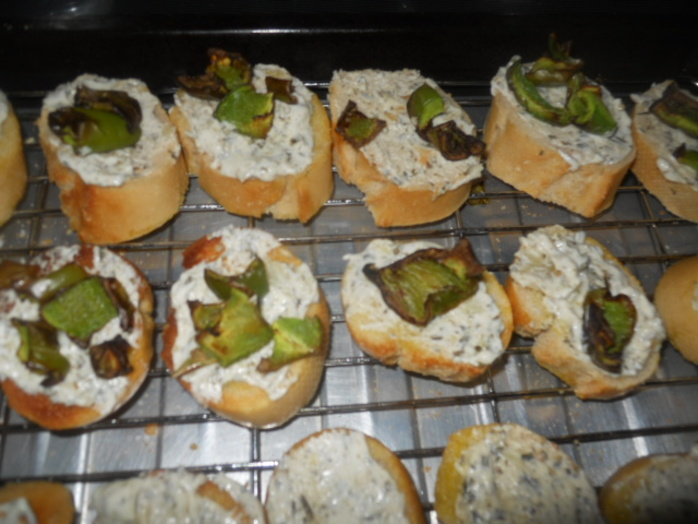 crostini, pepper, garlic, chive, starter, canape, hors d'oeuvres, party food, cream cheese