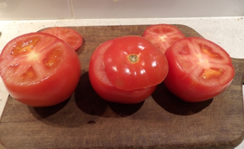 cutting,tops,off,tomatoesw  - Nutty Tomatoes Stuffed with Cottage Cheese, Anchovies and Served with Mozzarella French Bread