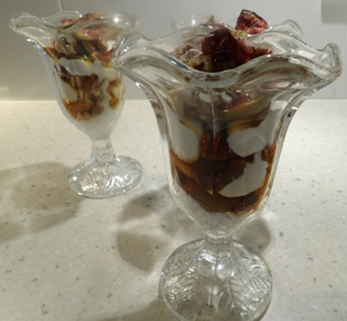 fig,parfait,with,walnuts