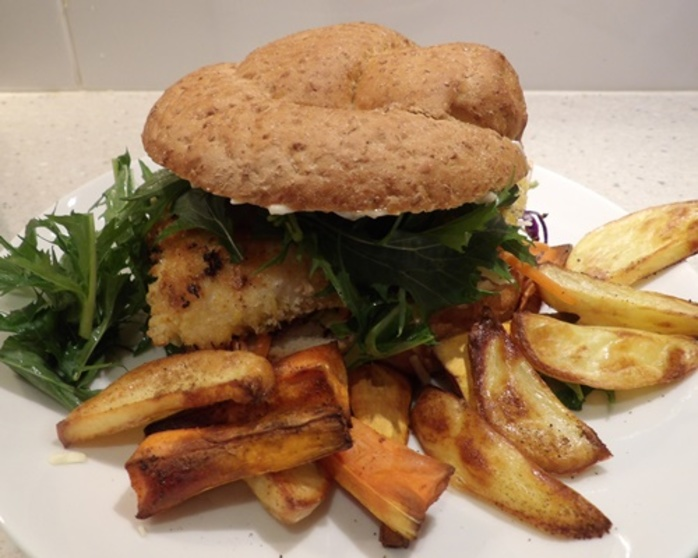 fish,burger,with,artichoke,and,mixed,baked,chips