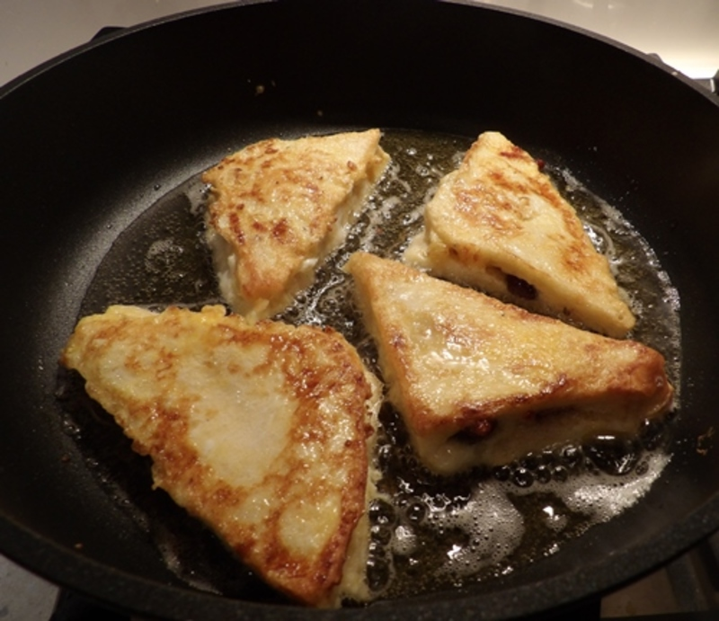 adding,cheese,and,anchovies,to,Mozzarella,french,toast  - Nutty Tomatoes Stuffed with Cottage Cheese, Anchovies and Served with Mozzarella French Bread
