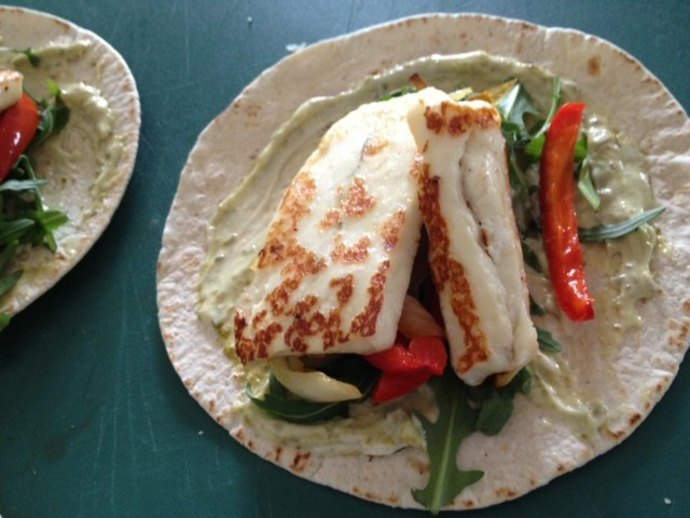 halloumi, cheese, lunch, wrap, pesto, onion, red pepper