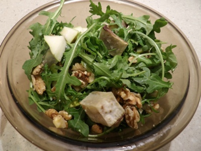 honey,and,pear,walnut,salad