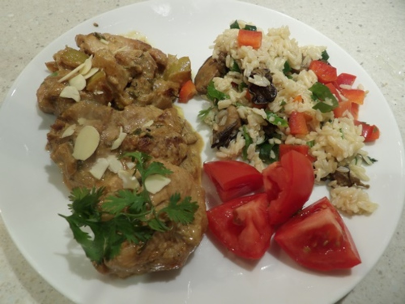 Kashmiri,chicken,curry,with,oyster,rice,salad