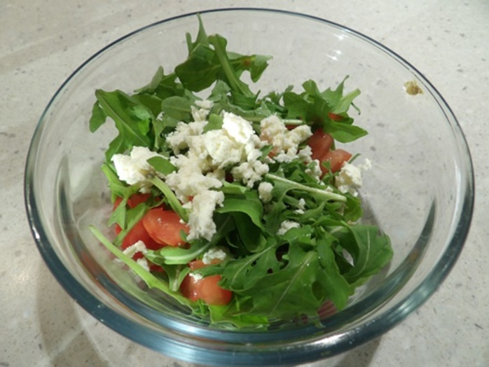 making,arugula,salad