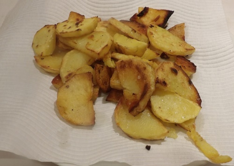 making,chips  - Pan Fried Potatoes with Chicken and Mushrooms in Sour Cream