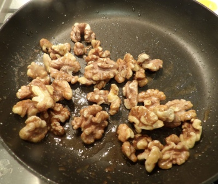 making,walnuts