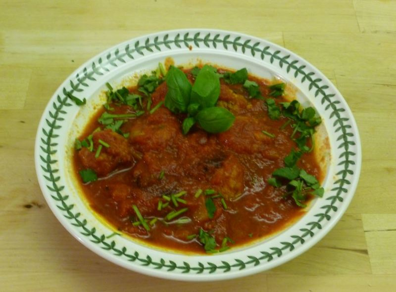 meatballs tomato sauce basil coriander dinner lunch cooking  - Easy Meatballs In Tomato Sauce
