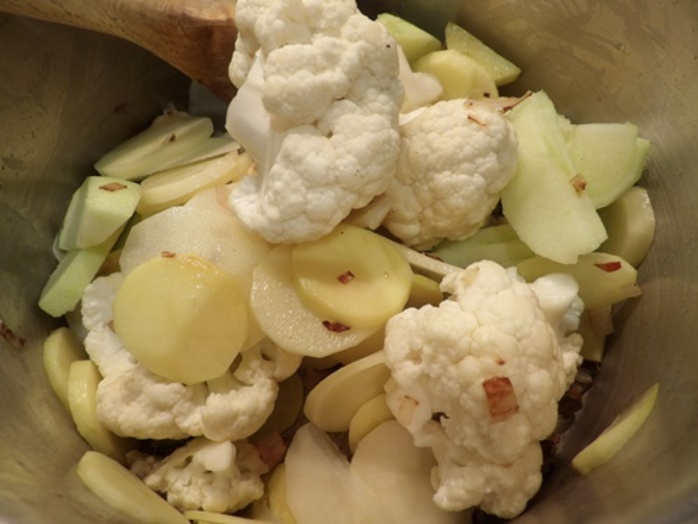 mixing,ingredients,for,cauliflower,soup