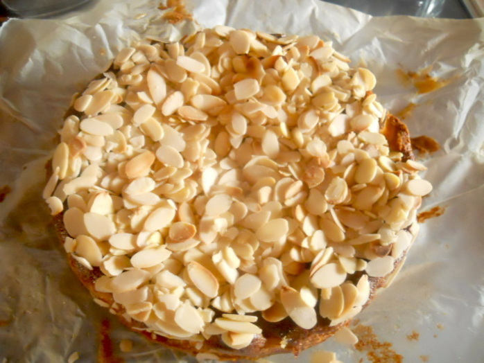 moroccan honey cake, honey, almonds