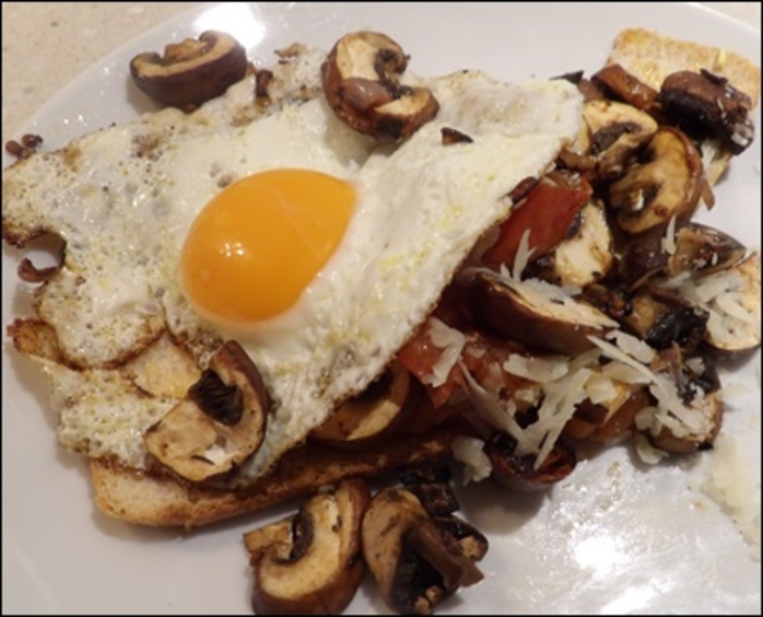 mushroom,tomato,and,egg,on,toast