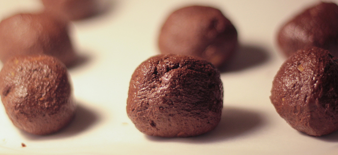 Raw cacao and peanut butter balls