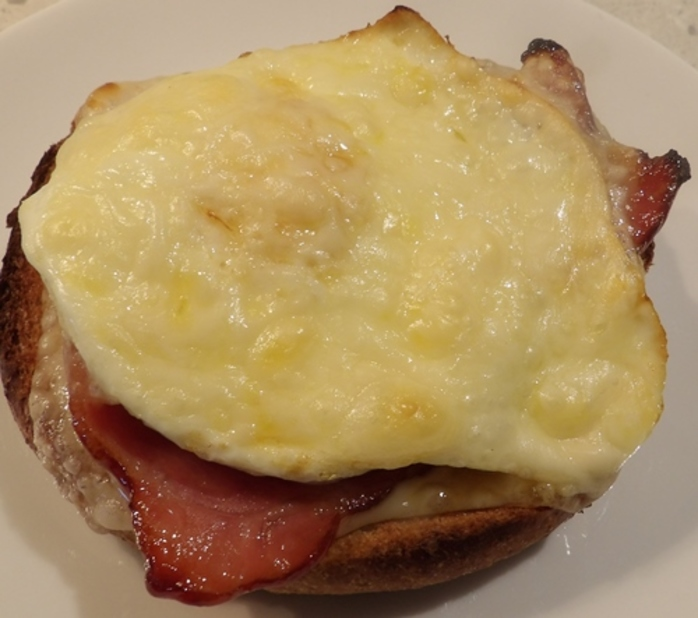 plated,bacon,egg,cheese,with,maple,syrup,on,a,toasted,roll