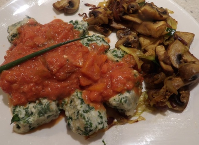 plated,gnudi,with,vegetable,tomato,sauce,and,curried,mushrooms