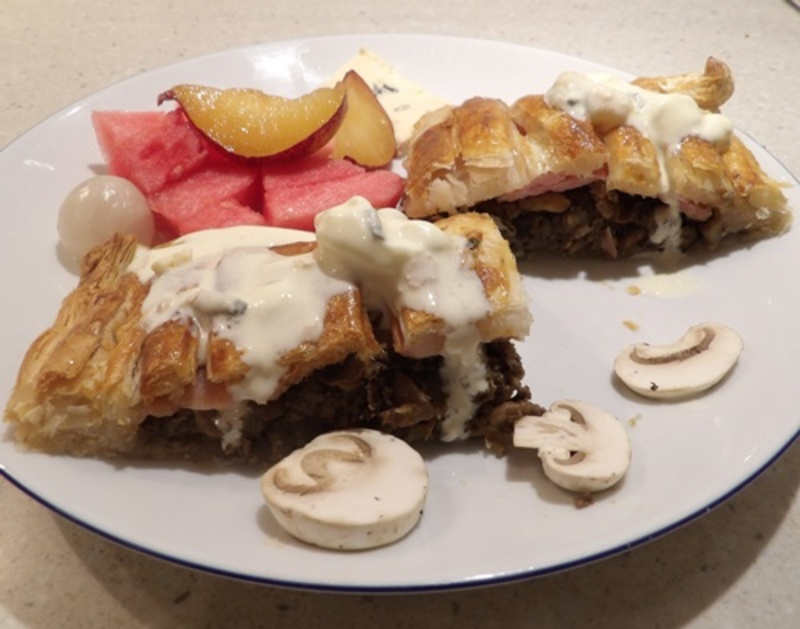 sliced,mushroom,and,bacon,pie