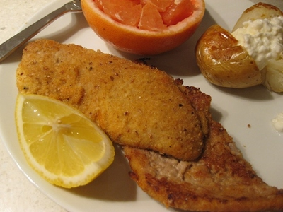 plated,schnitzel,with,grapefruit,and,baked,potato