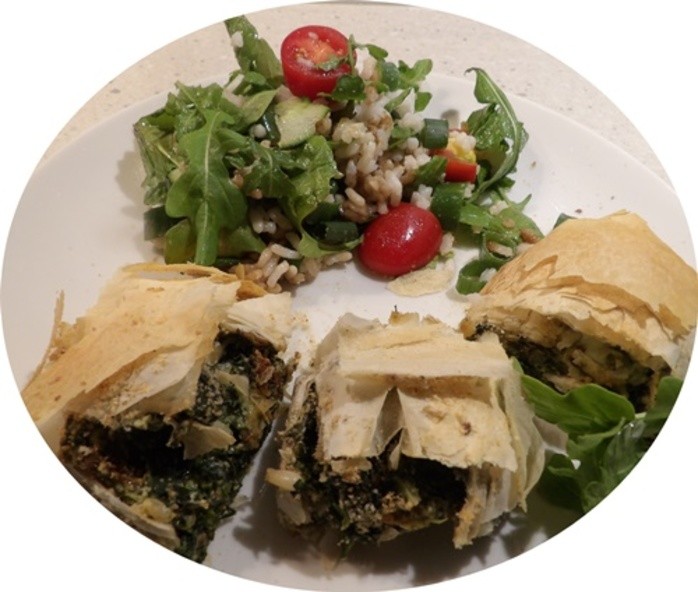 rolling,spinach,mixture,in,filo,pastry