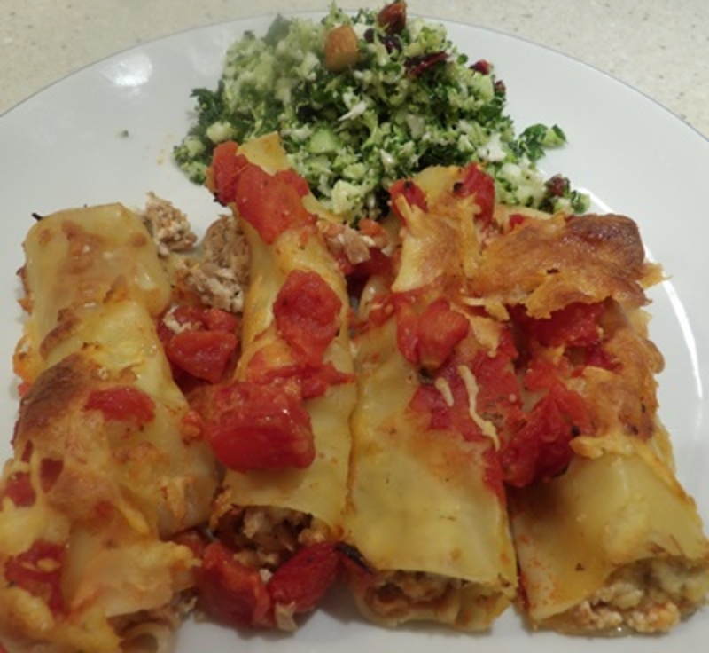 Putting,tuna,and,ricotta,mixture,into,cannelloni,tubes