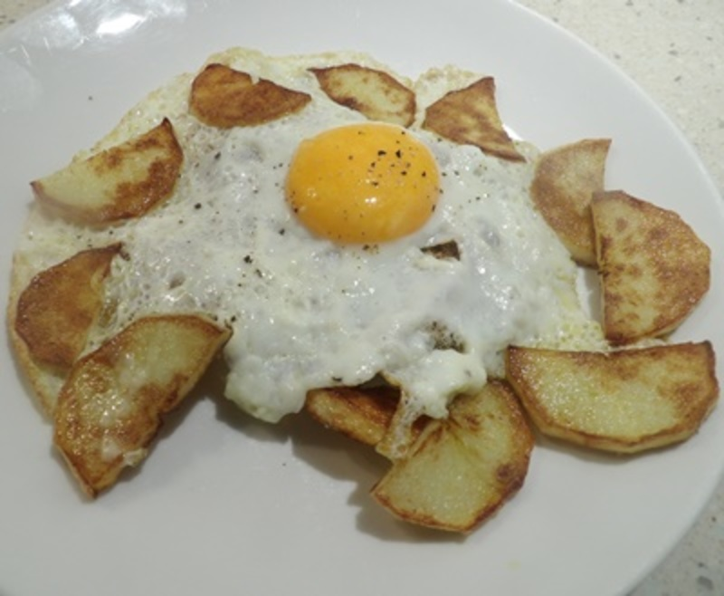potatoes,with,egg,on,toast  - Simple Potato and Egg Breakfast