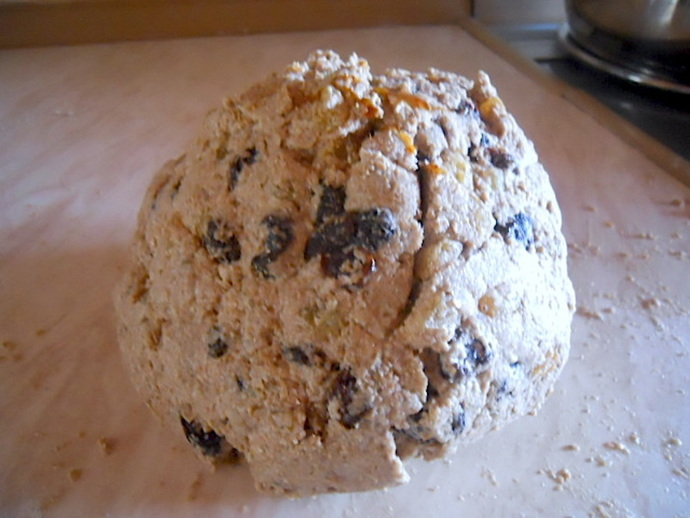 raisin and rye bread