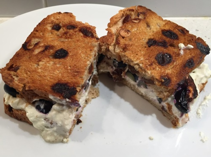 raisin,toast,with,cottage,cheese,and,blueberries