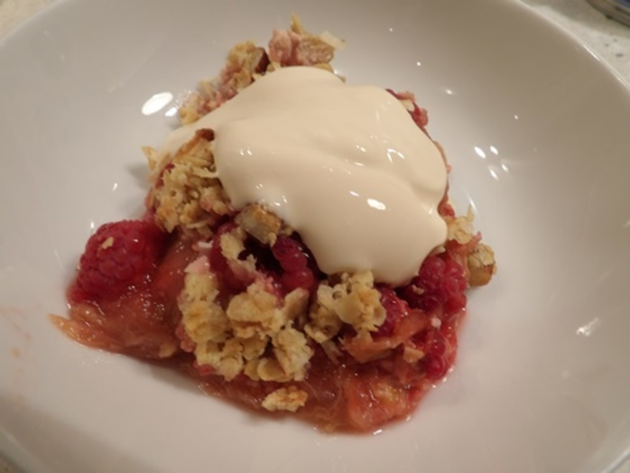 raspberry,and,rhubarb,crumble,with,dollop,of,thick,cream