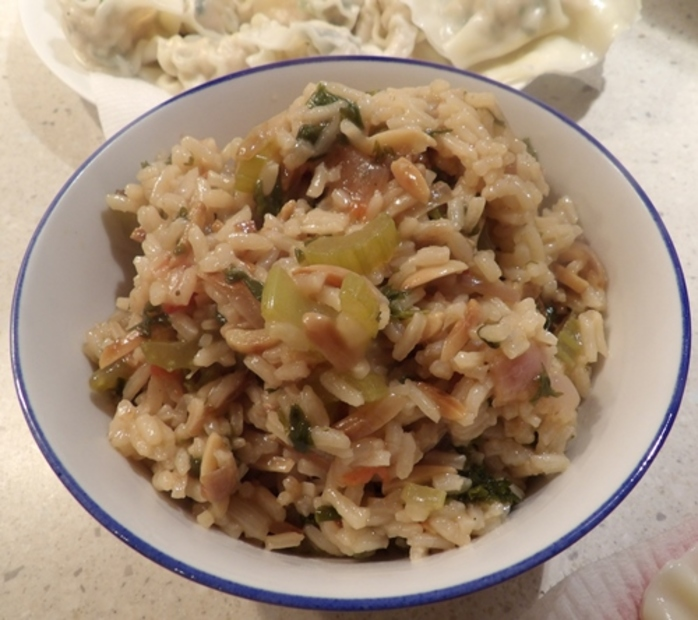 rice,cooked,with,vegetables,and,slivered,almonds