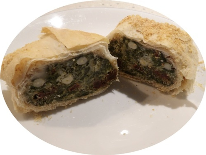 ricotta,and,spinach,and,pine,nuts,filo,roll