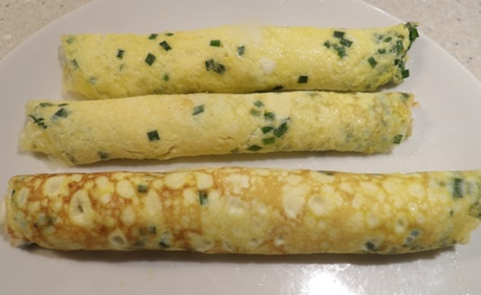 rolled,omelette,ready,for,cutting,up