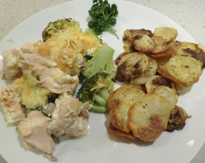 salmon,gratin,with,potato,pan,gratin