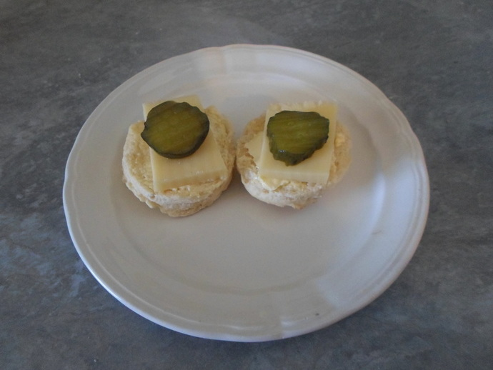 Scones with cheese and gherkin