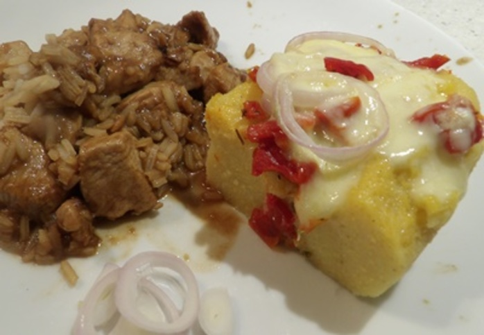 serving,polenta,with,chicken,spices