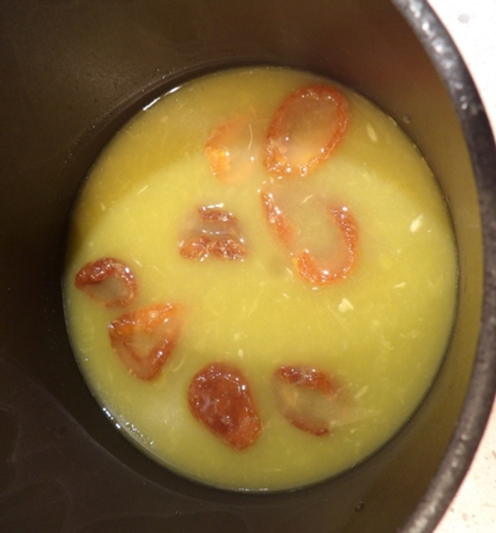 simmering,apricots,in,orange,juice