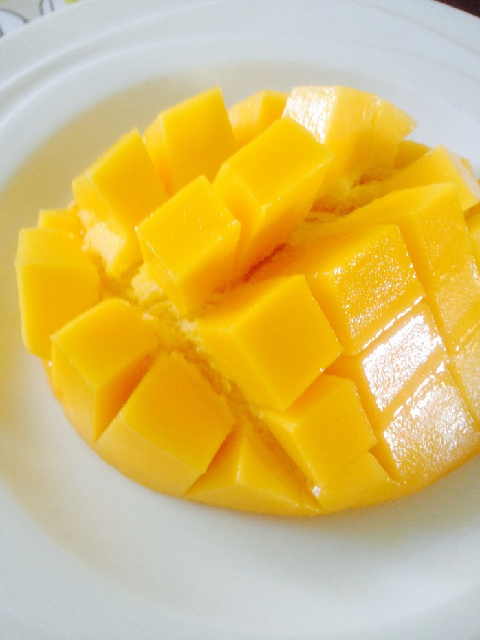 Slicing the mango