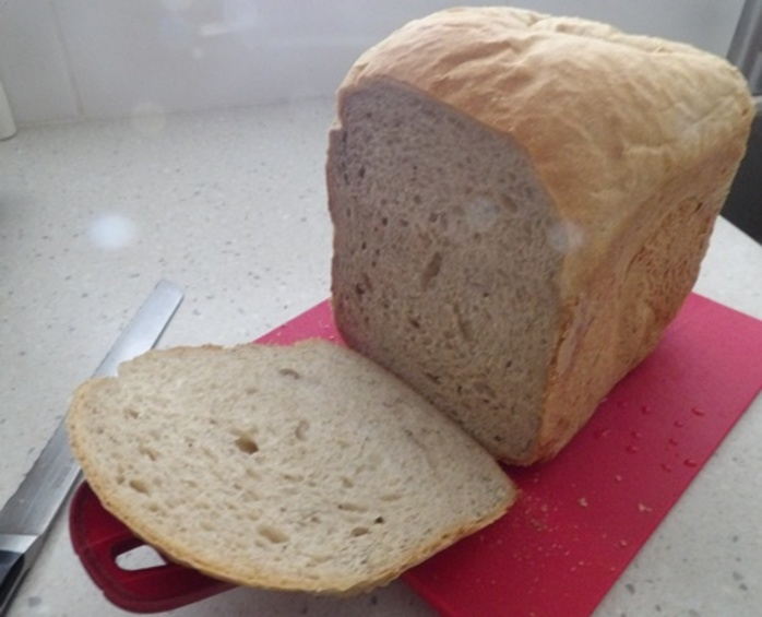 slicing,home,made,bread