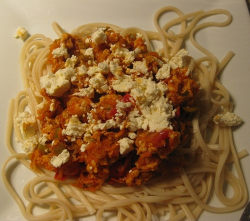 spaghetti,chicken,bolognaise,with,fetta,cheese,and,olives