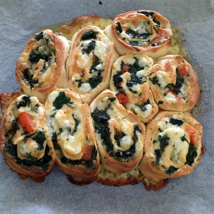 Spinach Tomato Cheese Pull Apart
