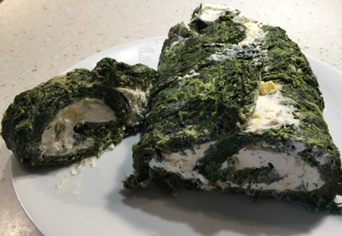 Spinach,roulade,with,cream,cheese,filling