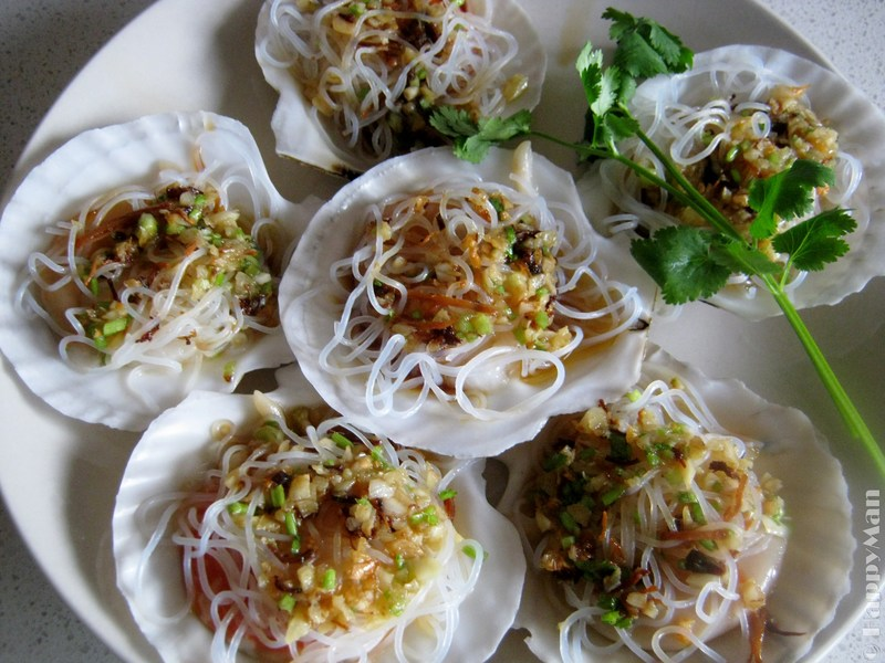 Steamed Scallops in Cantonese Style
