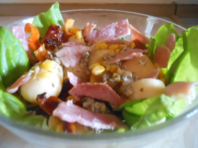 stilton, salad, walnuts, bacon, spinach, lettuce, potatoes, red pepper, tomatoes