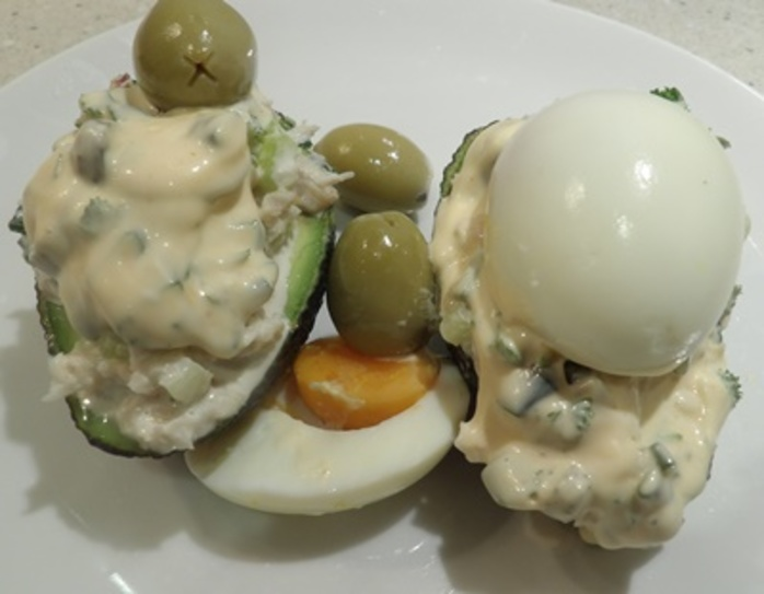 stuffed,avocado,with,crab,meat,or,chicken