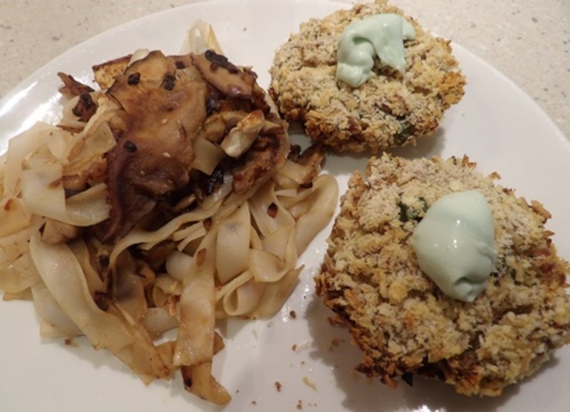 tuna,rice,cakes,with,thai,rice,noodles
