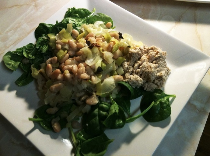 White bean, onion and leek bake with salad
